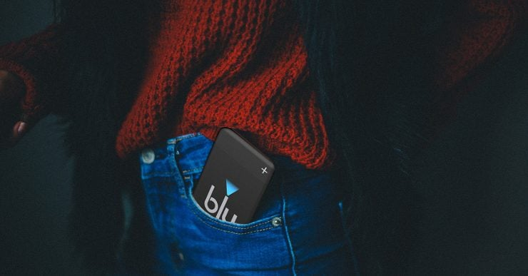 A blu PLUS Char kit case poking out of a person's jeans pocket